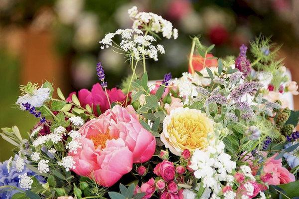floral-arrangement-peonies-lavender-roses-nigella-queen-annes-lace-philippa-craddock-instagram.jpg